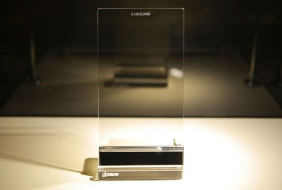 بالصور.. سامسونج تعلن عن هاتف خيالي شفاف بالكامل
