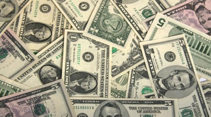 الدولار يواصل الارتفاع بجنون ويقترب من 8 جنيه في السوق السوداء