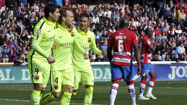 برشلونة يفوز على غرناطة ويستمر في مطاردة الملكي المتصدر