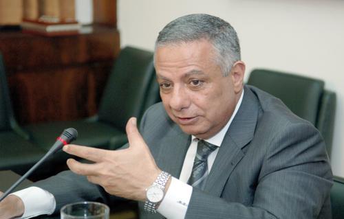 وزير التعليم يطلق حساب بنكي لدعم تطوير المدارس والفصول