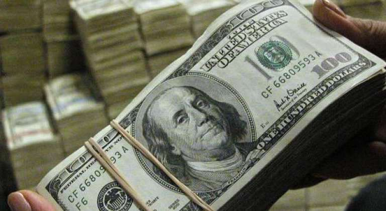 استقرار سعر الدولار في البنوك والسوق السوداء